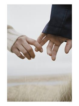couple_holding_hands_letting-go